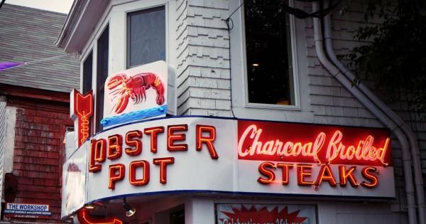 restaurant-lighting-lobster-neon