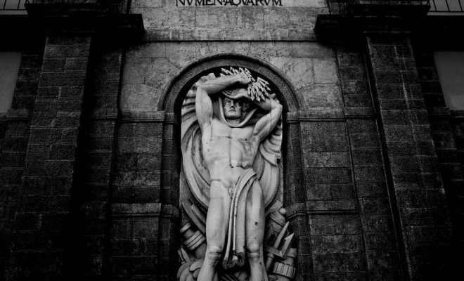 black-and-white-historical-church-sculpture