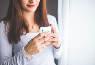woman-smartphone-girl-technology